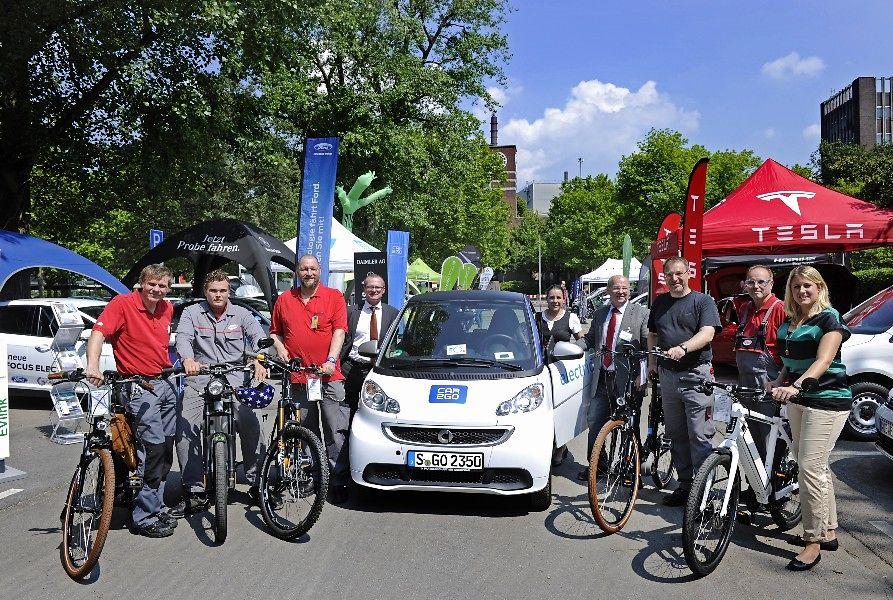 Die Besucher der Messe waren von den elektrischen Fahrzeugen begeistert.