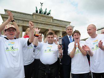 Auf dem Pariser Platz fand eine Fackelübergabe zusammen mit dem Regierenden Bürgermeister Klaus Wowereit statt.