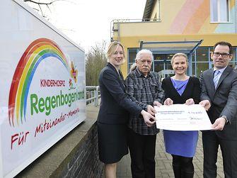 Melanie von Dijk, Henkel-Pensionär Wolfgang Hofmann, Henkel-Mitarbeiter Nadine Frey (li.) und Heiko Herbert Held (re.).