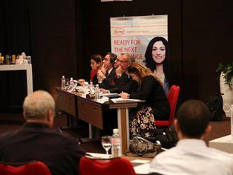 Das Finale in Tunesien: Die Jurymitglieder hören aufmerksam zu.