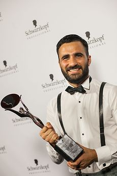 German Hairdressing Awards 2013 - Der strahlende Sieger Mustafa Yanaz