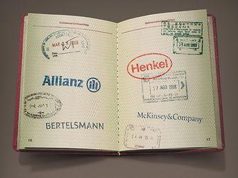 Eine Bewerbung, vier Partnerunternehmen: Allianz, Bertelsmann, Henkel und McKinsey.