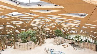 Die Dachstruktur des Elefantenhauses erinnert an das natürliche Blätterdach im Regenwald.