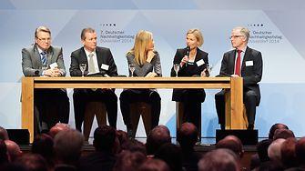 """Gemeinsam mit Vertretern aus Wirtschaft und Politik diskutierte Henkel-Personalvorstand Kathrin Menges über das Thema """"Leadership in Sustainability""""."""