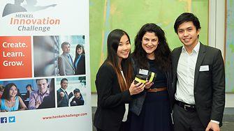 Huyen Diep und Duc Van Ngo mit ihrer Henkel-Mentorin Maria Zographou