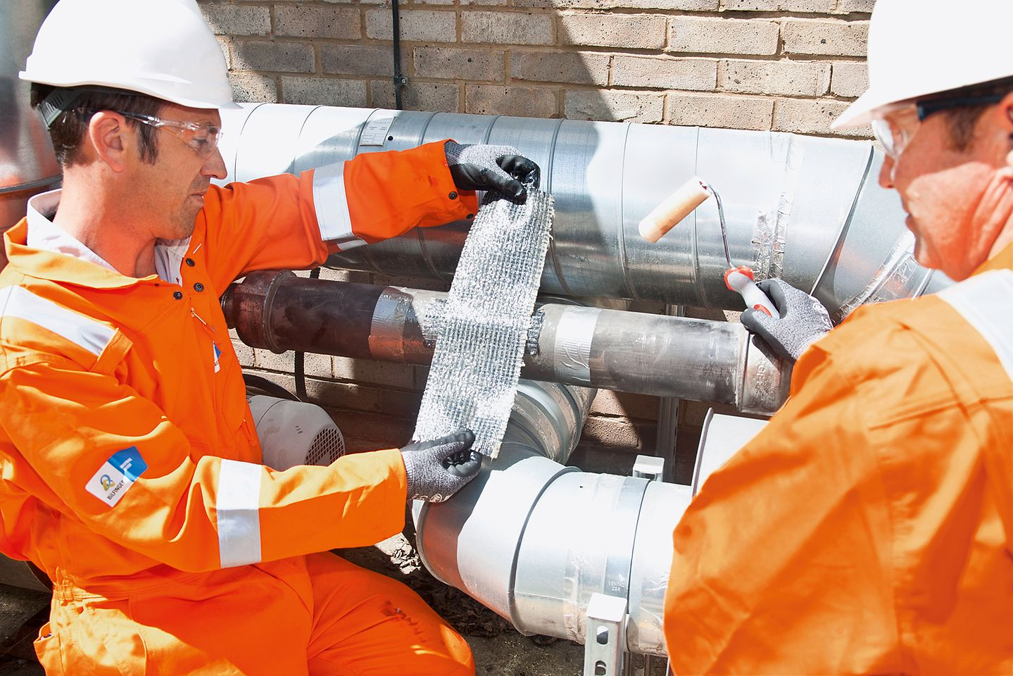 Bilfinger experts repair pipes with products from Henkel