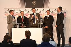 Press conference at DFB headquarters with Henkel CEO Kasper Rorsted (center).