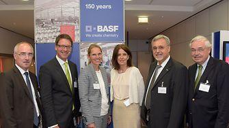 Von links: Jan-Peter Sander (BASF), Stephan Füsti-Molnár (Henkel), Britta Gallus (Metro), Moderatorin Constanze Abratzky, Dr. Levent Yüksel (BASF) und Klaus Zimmermann (IHK)