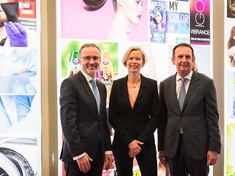 At the annual results press conference: CEO Hans Van Bylen, Kathrin Menges, Executive Vice President Human Resources, and CFO Carsten Knobel (from right)